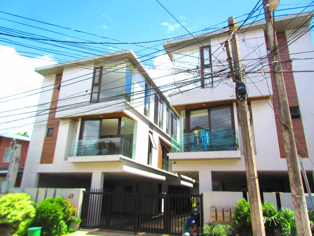 10.38M Townhouse for sale in Teachers Village Quezon City